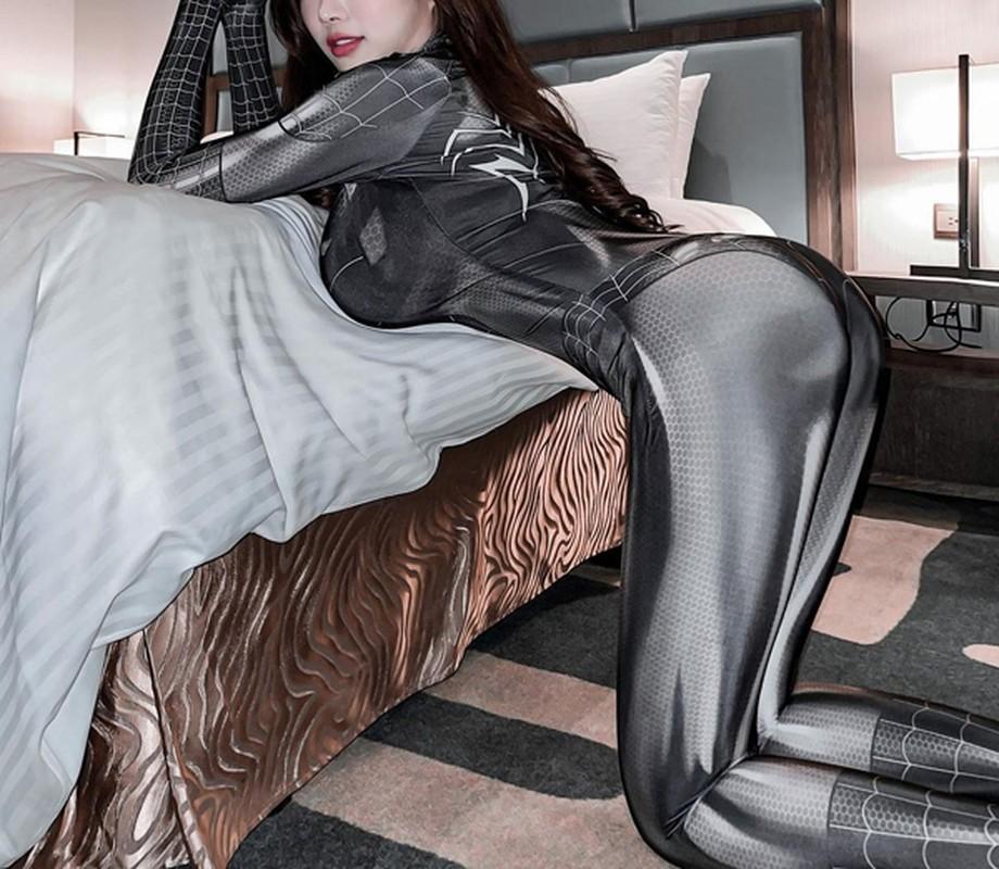 Mac trang phuc hoat hinh, hotgirl khoe body sexy gay choang-Hinh-11