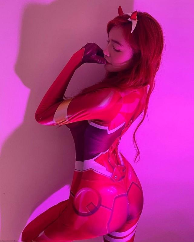 Mac trang phuc hoat hinh, hotgirl khoe body sexy gay choang-Hinh-2