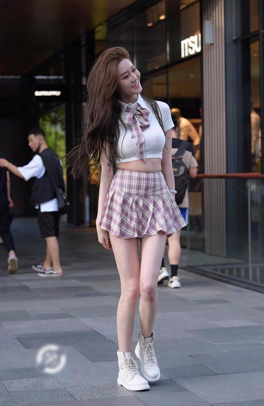 """Sexy hoa"" dong phuc hoc sinh, hotgirl khoe body boc lua gay tranh cai-Hinh-10"