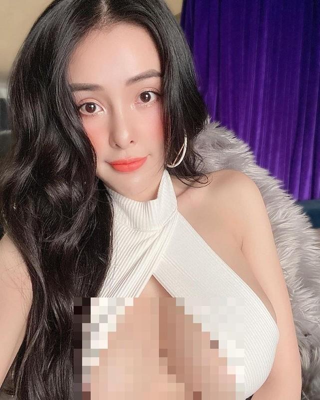 """Mot ao 2 vat cheo chu X che nguc sexy gay """"nong mat""""-Hinh-9"""