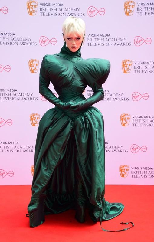 "Mat chu O mom chu A voi ""tham hoa"" thoi trang tai BAFTA TV Awards-Hinh-7"