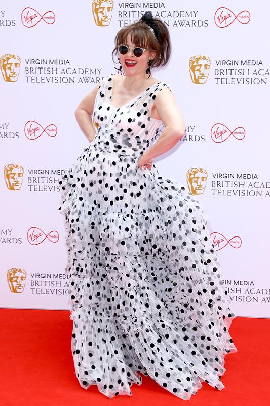 "Mat chu O mom chu A voi ""tham hoa"" thoi trang tai BAFTA TV Awards-Hinh-3"