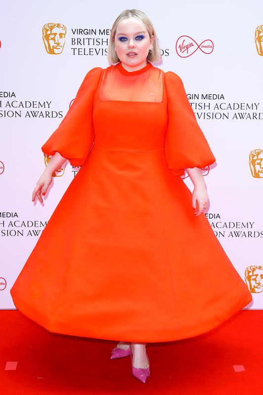 """Mat chu O mom chu A voi """"tham hoa"""" thoi trang tai BAFTA TV Awards"""