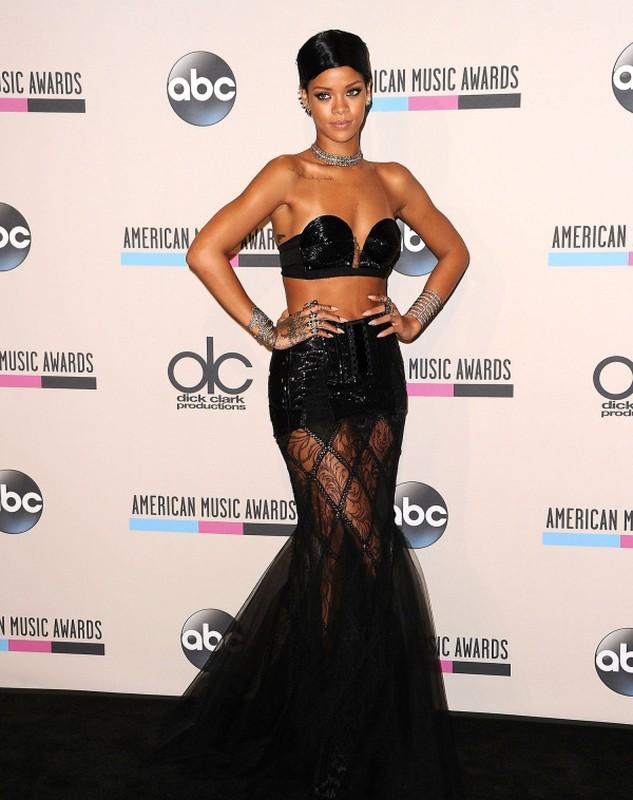 Rihanna gay uc che voi thiet ke quan ho gan het vong ba-Hinh-11