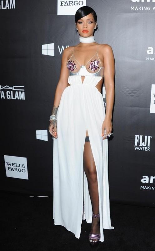 Rihanna gay uc che voi thiet ke quan ho gan het vong ba-Hinh-13