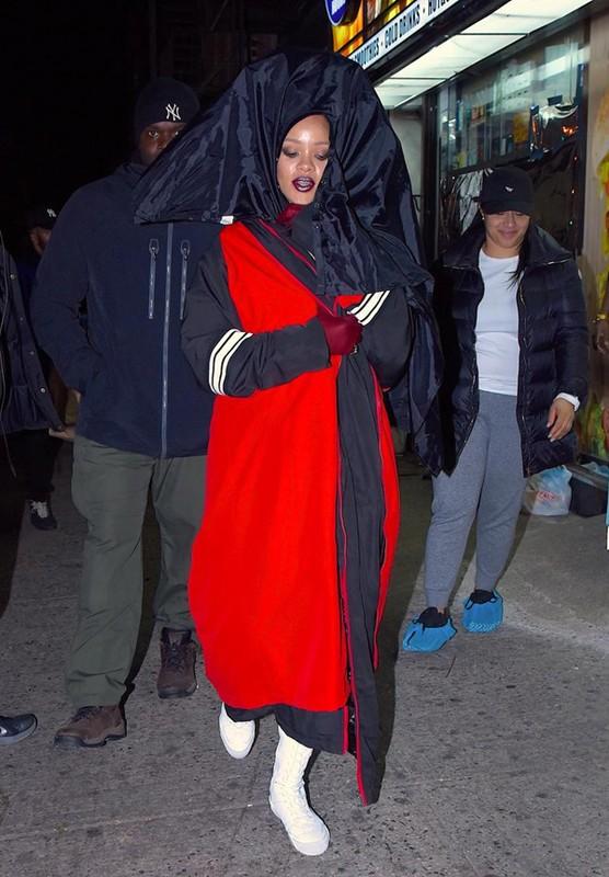 Rihanna gay uc che voi thiet ke quan ho gan het vong ba-Hinh-14