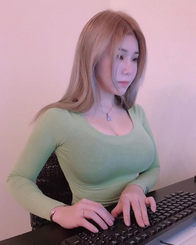 "Khoe anh di mua do an, hotgirl co tinh show body ""phon thuc""-Hinh-12"