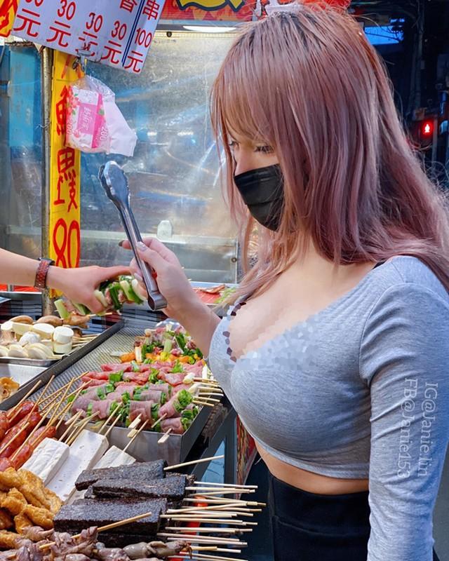 "Khoe anh di mua do an, hotgirl co tinh show body ""phon thuc""-Hinh-5"