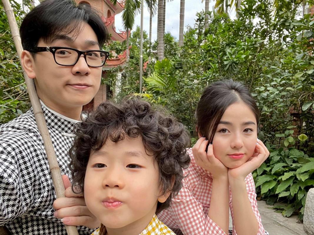 """Hot mom Nam Thuong mac gi duoc bao Trung khen """"me bau dep nhat""""?-Hinh-11"""