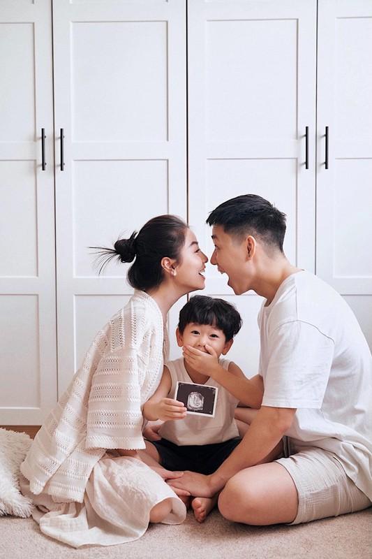 """Hot mom Nam Thuong mac gi duoc bao Trung khen """"me bau dep nhat""""?-Hinh-5"""