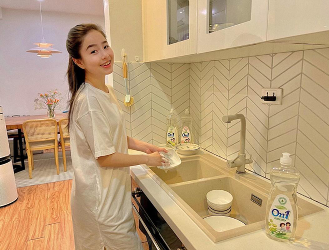 """Hot mom Nam Thuong mac gi duoc bao Trung khen """"me bau dep nhat""""?-Hinh-9"""
