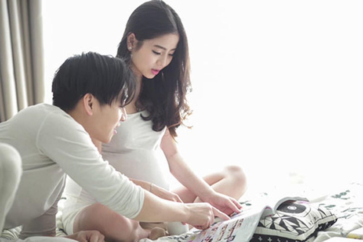 """Hot mom Nam Thuong mac gi duoc bao Trung khen """"me bau dep nhat""""?"""