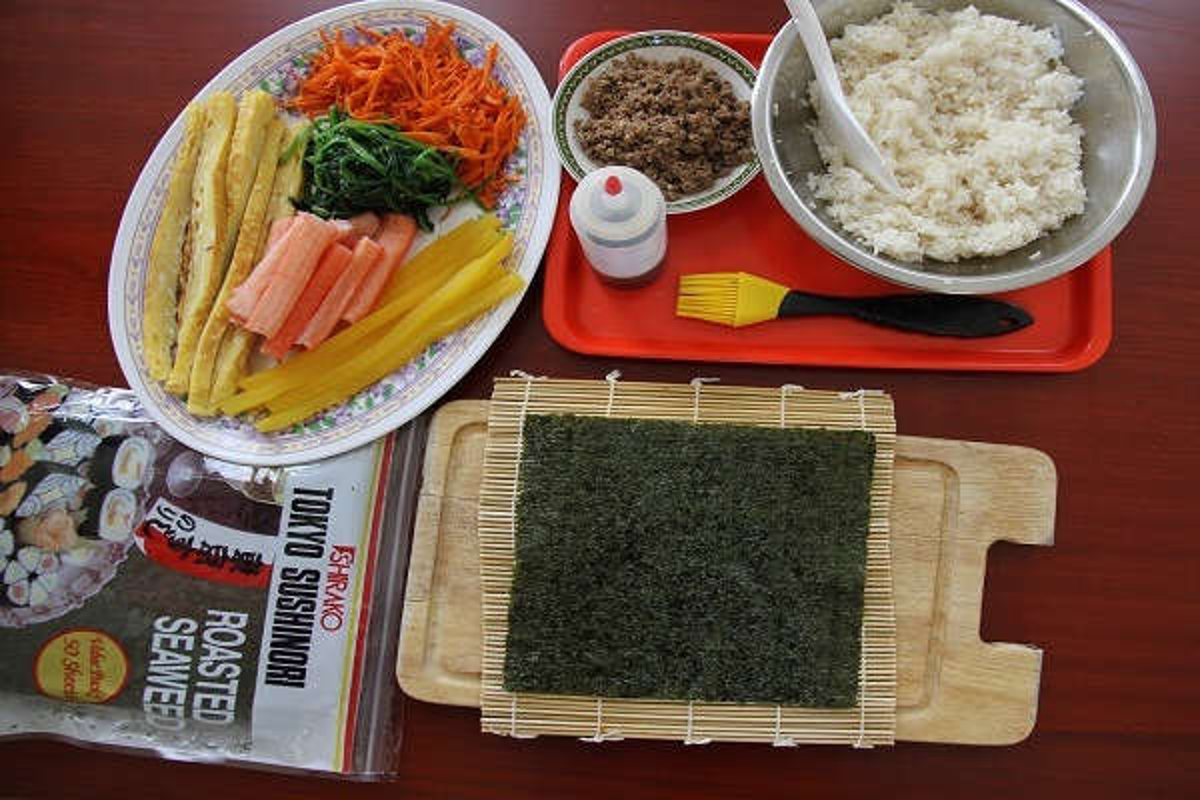 """4 cach lam com cuon """"an dut"""" sushi Nhat Ban-Hinh-2"""