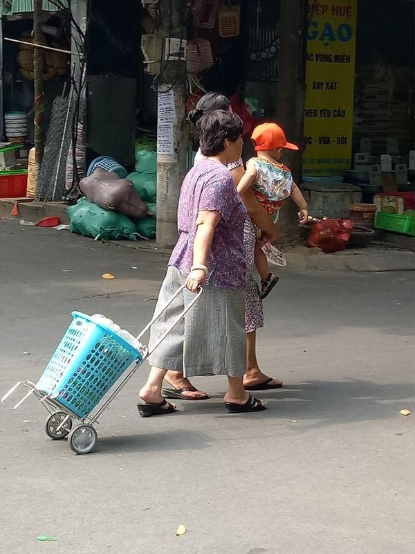 Bao chong sieu bao, nguoi dan Ha Noi lo tich tru thuc pham-Hinh-5