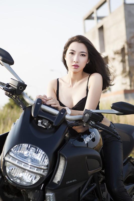 "Ngam chan dai tha dang ben ""ga co bap"" Ducati Diavel-Hinh-3"