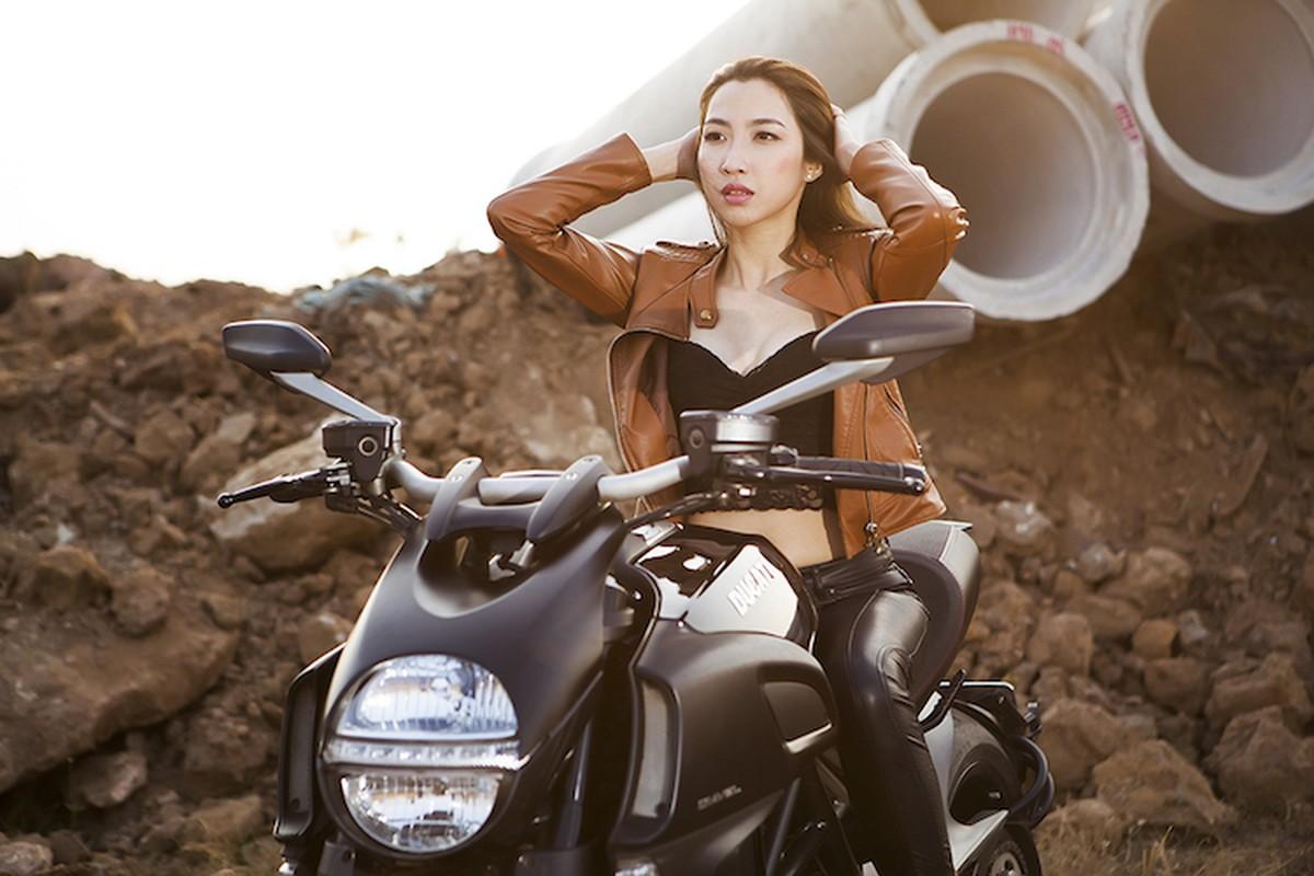 "Ngam chan dai tha dang ben ""ga co bap"" Ducati Diavel-Hinh-8"