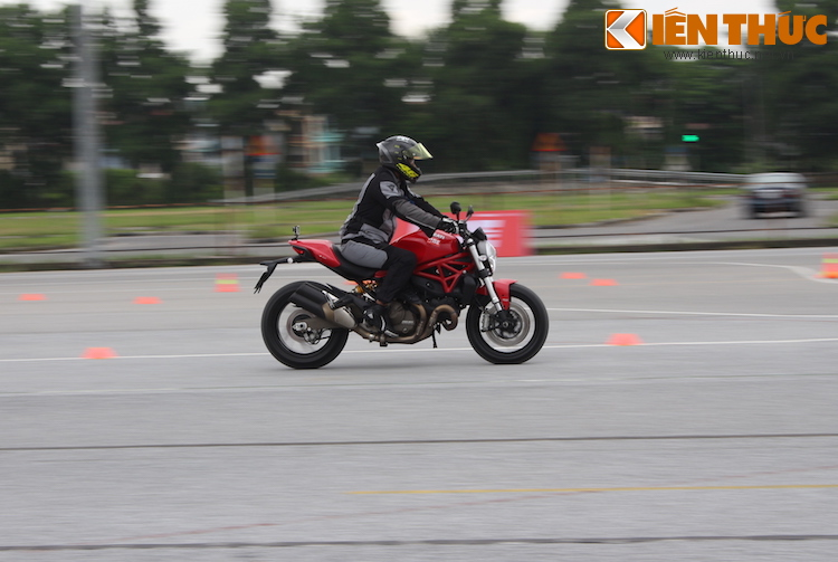 Luyen tap ky nang gi tai Ducati Riding Experience 2015?-Hinh-11