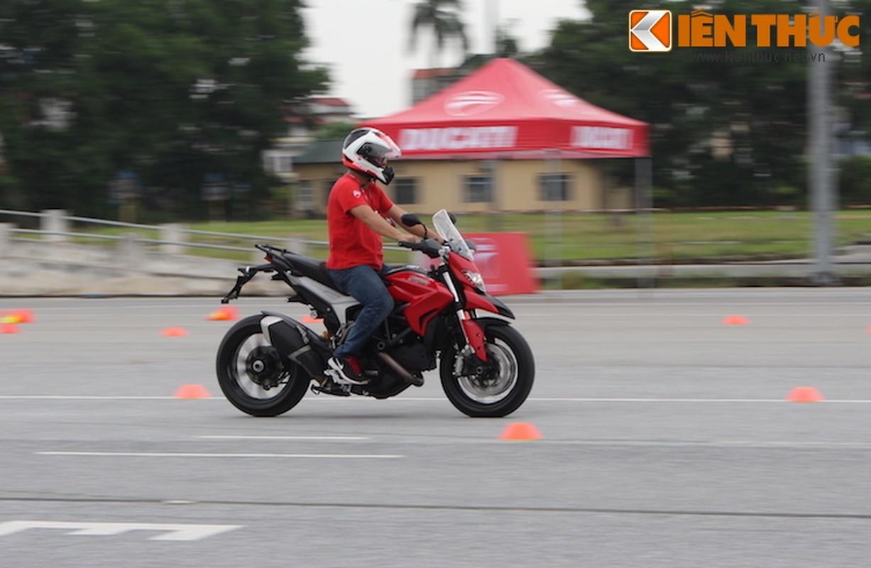 Luyen tap ky nang gi tai Ducati Riding Experience 2015?-Hinh-12