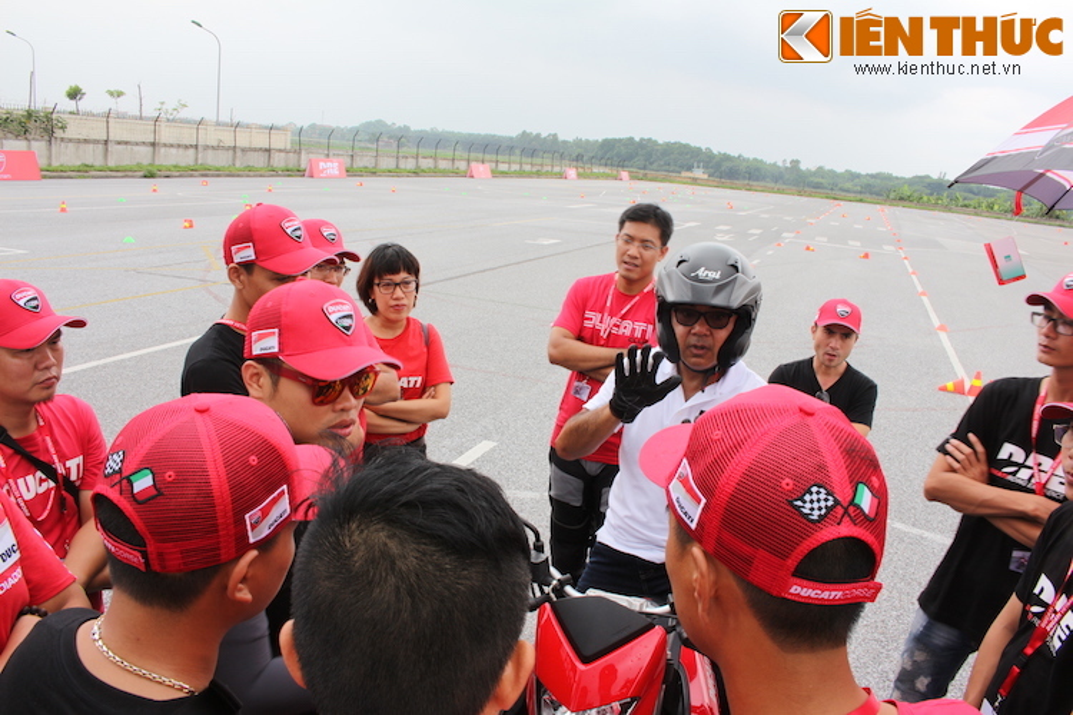 Luyen tap ky nang gi tai Ducati Riding Experience 2015?-Hinh-13