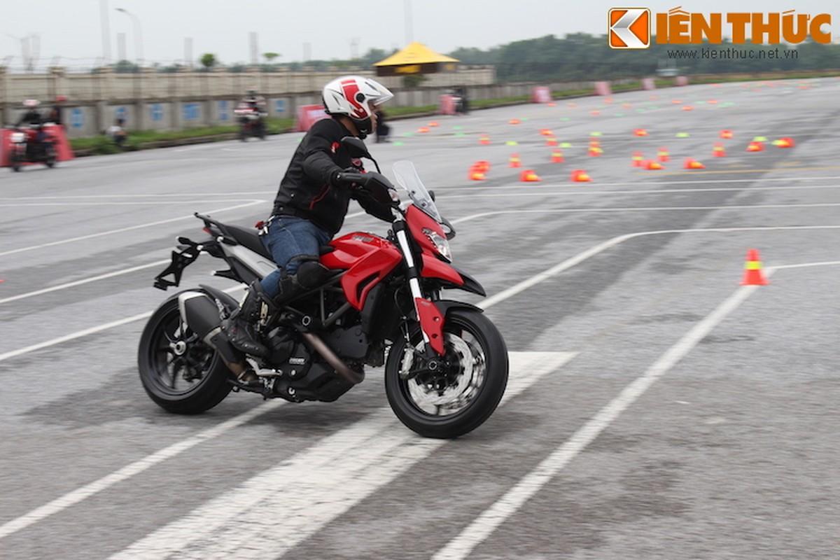 Luyen tap ky nang gi tai Ducati Riding Experience 2015?-Hinh-14