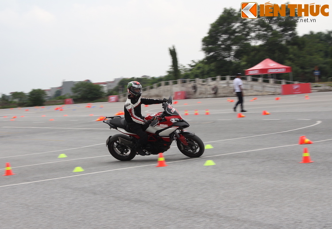 Luyen tap ky nang gi tai Ducati Riding Experience 2015?-Hinh-16