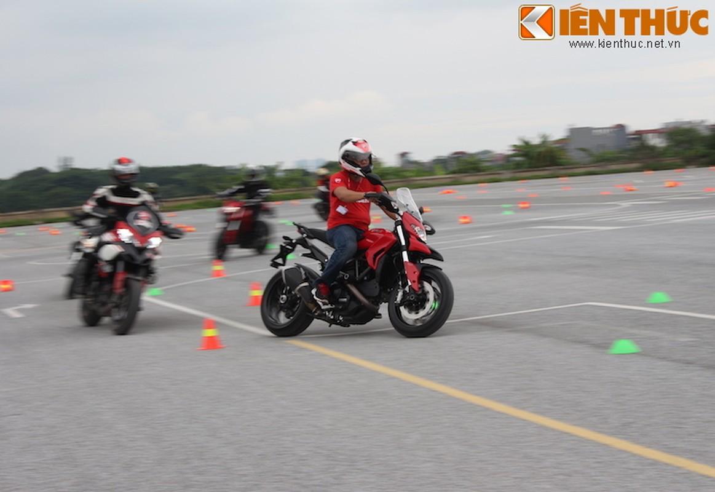 Luyen tap ky nang gi tai Ducati Riding Experience 2015?-Hinh-17