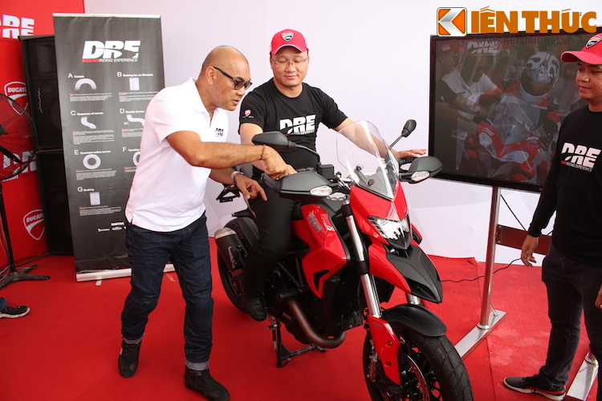 Luyen tap ky nang gi tai Ducati Riding Experience 2015?-Hinh-3