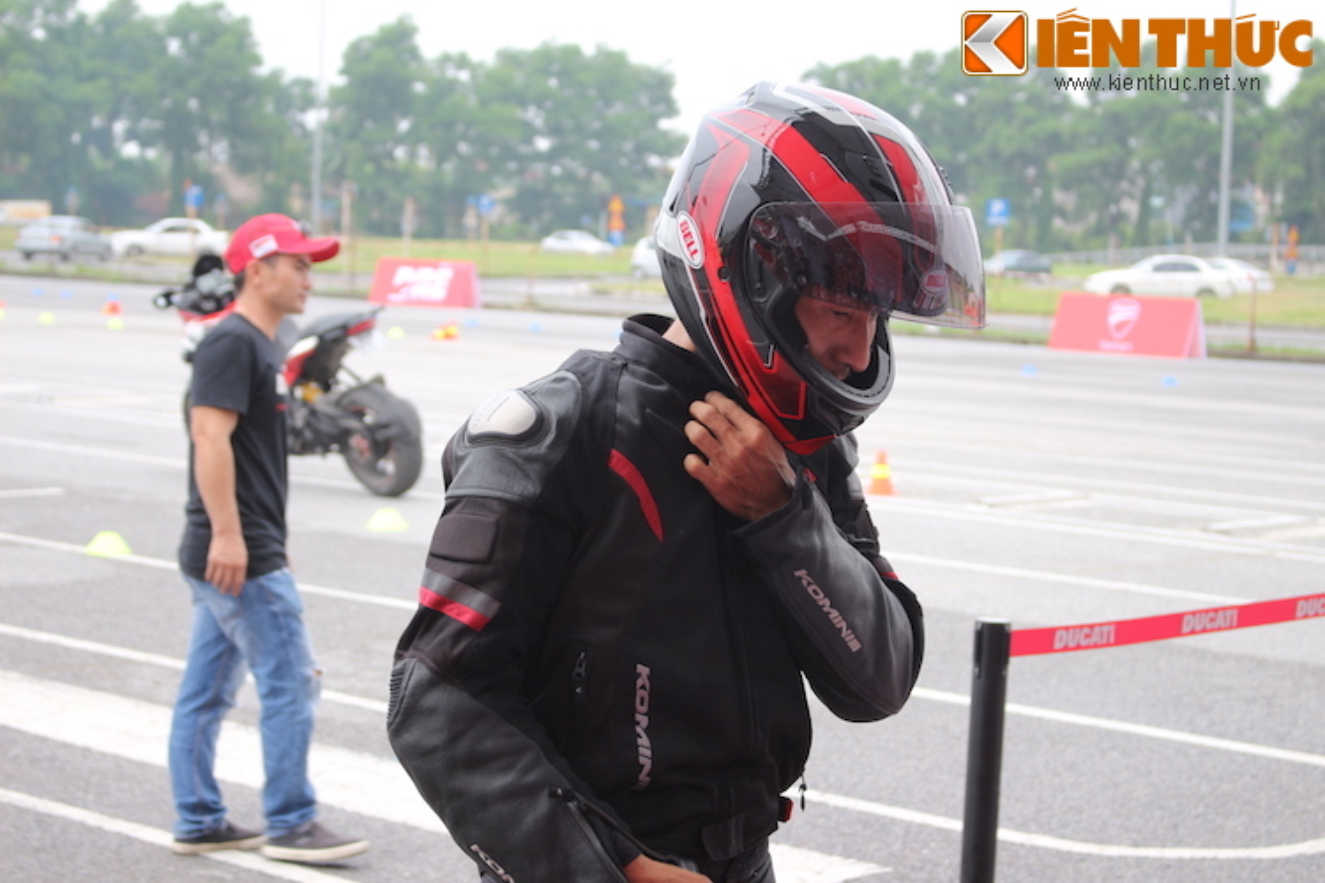 Luyen tap ky nang gi tai Ducati Riding Experience 2015?-Hinh-4