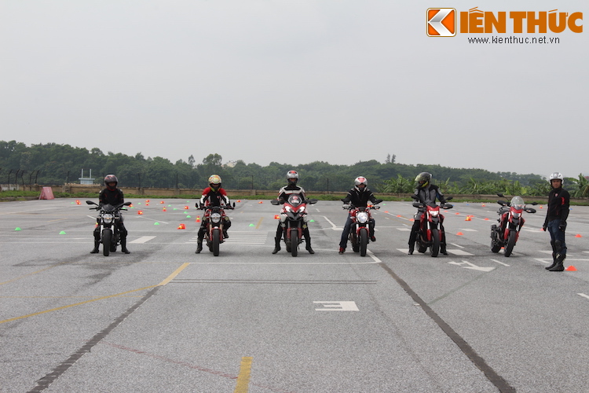 Luyen tap ky nang gi tai Ducati Riding Experience 2015?-Hinh-8