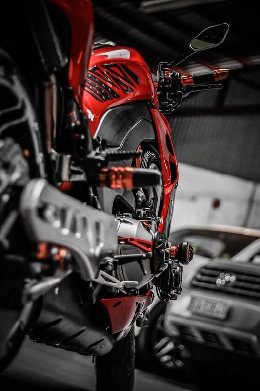 """""""Quai vat"""" banh lon Kawasaki Z1000 hang doc tai Sai Thanh-Hinh-11"""