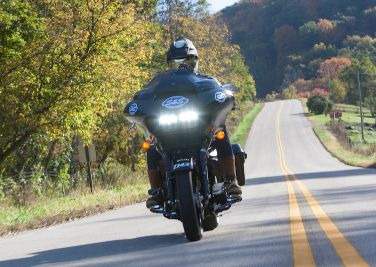 """Can canh Harley Road Glide Ultra """"rong dien"""" 160 ma luc-Hinh-7"""