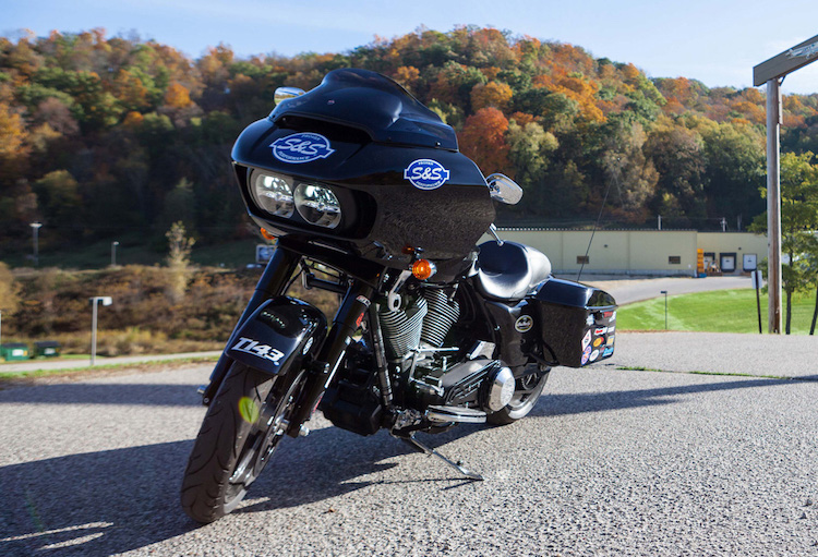 """Can canh Harley Road Glide Ultra """"rong dien"""" 160 ma luc"""