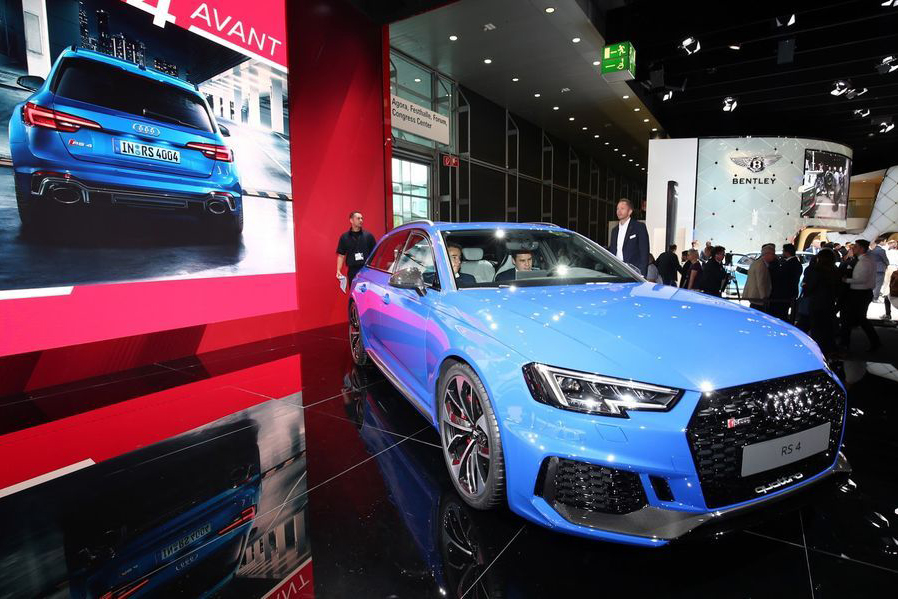 Can canh xe sang Audi RS4 Avant gia tu 2,11 ty dong-Hinh-2