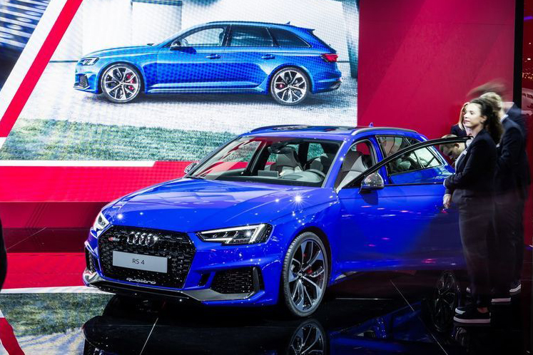 Can canh xe sang Audi RS4 Avant gia tu 2,11 ty dong-Hinh-3