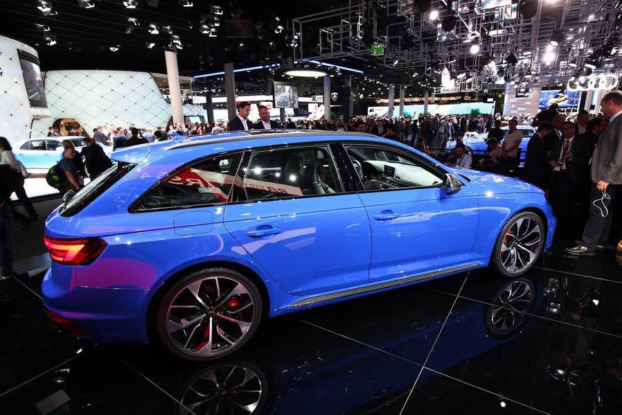 Can canh xe sang Audi RS4 Avant gia tu 2,11 ty dong-Hinh-4