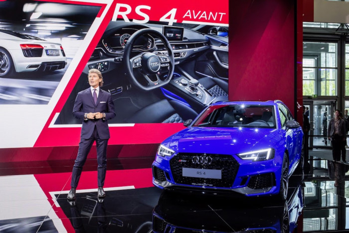 Can canh xe sang Audi RS4 Avant gia tu 2,11 ty dong