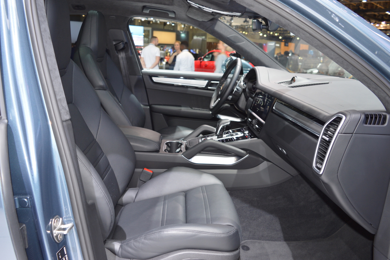 Can canh Porsche Cayenne Turbo 2018 gia 3,4 ty dong-Hinh-5