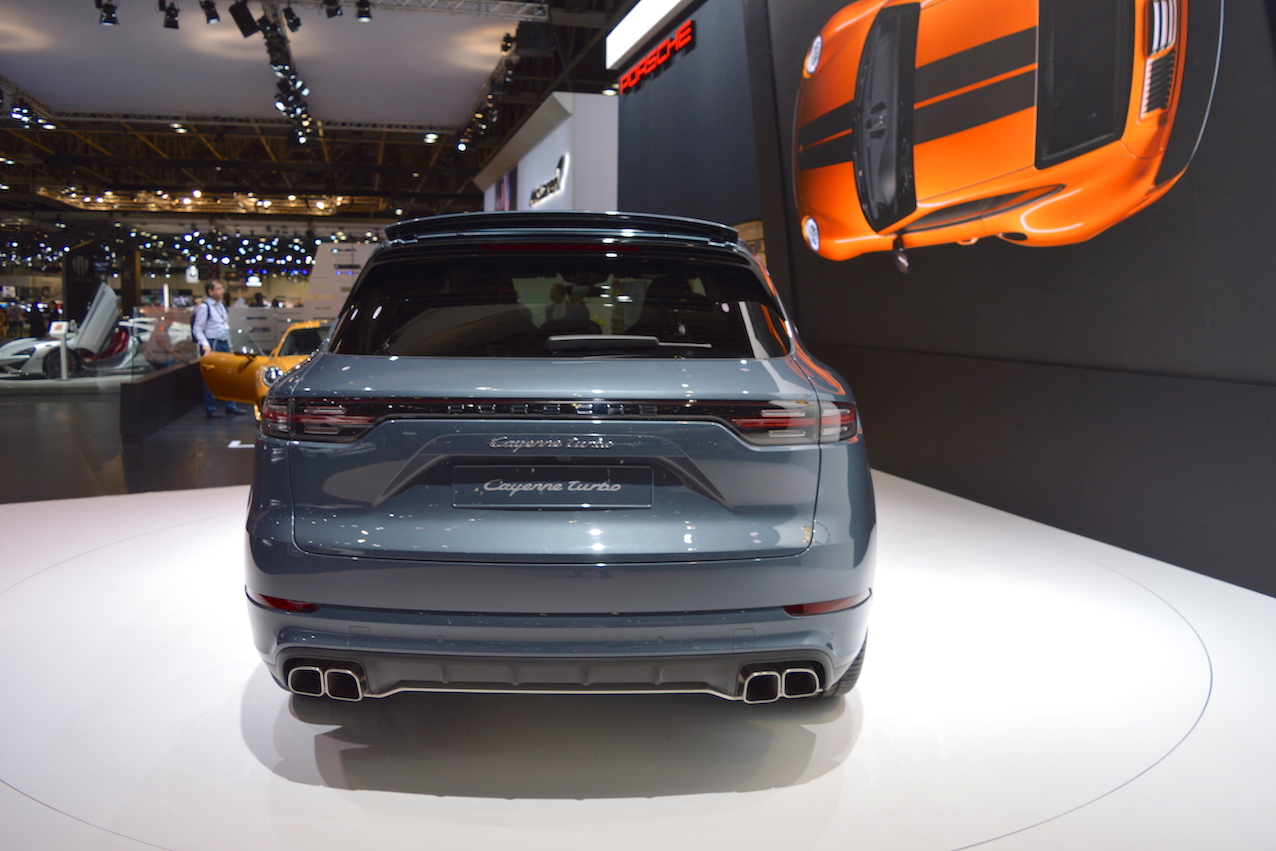 Can canh Porsche Cayenne Turbo 2018 gia 3,4 ty dong-Hinh-7