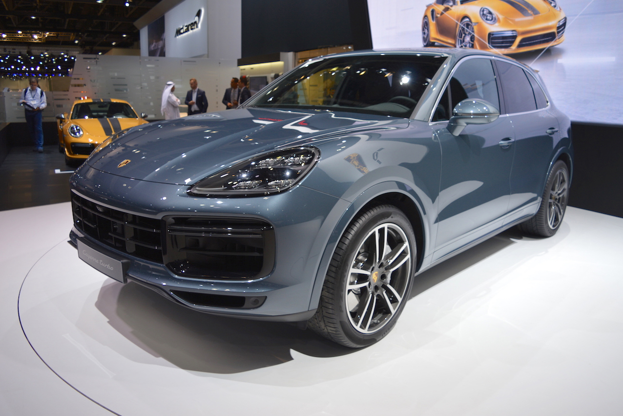 Can canh Porsche Cayenne Turbo 2018 gia 3,4 ty dong