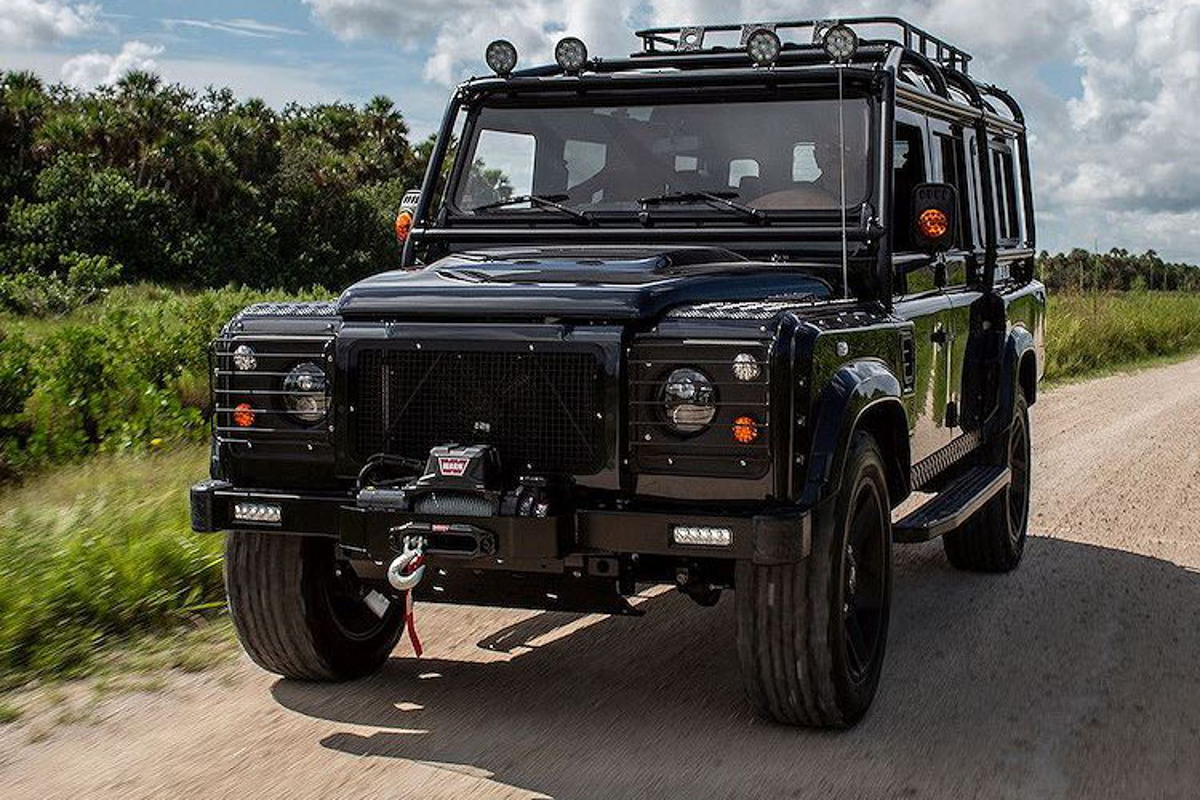 Xem Land Rover Defender 110 do khung tu trong ra ngoai