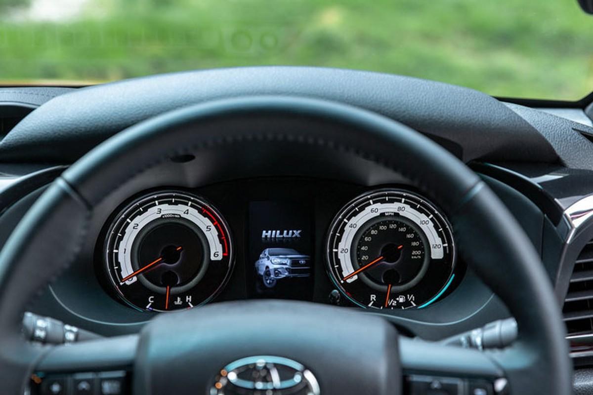 Chi tiet Toyota Hilux Invincible X dac biet gia 994 trieu dong-Hinh-9