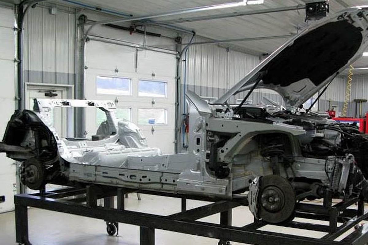 Xem Mercedes C63 AMG moi do thanh xe cu E190-Hinh-4