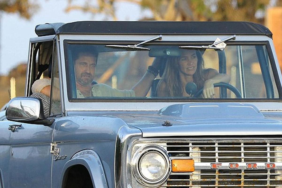 "Xe Ford Bronco hon 4,5 ty cua sao phim ""300"" chay rui-Hinh-5"