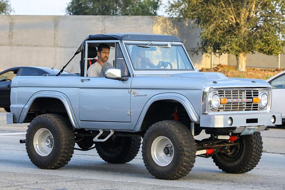 "Xe Ford Bronco hon 4,5 ty cua sao phim ""300"" chay rui-Hinh-6"