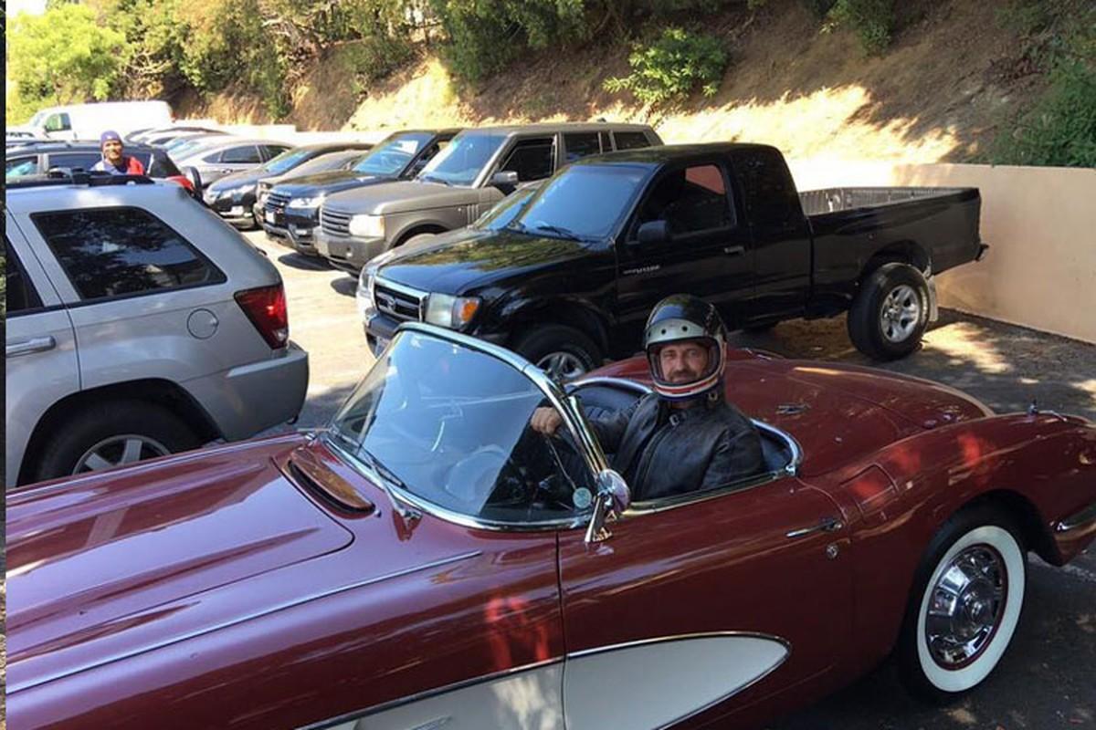 "Xe Ford Bronco hon 4,5 ty cua sao phim ""300"" chay rui-Hinh-7"