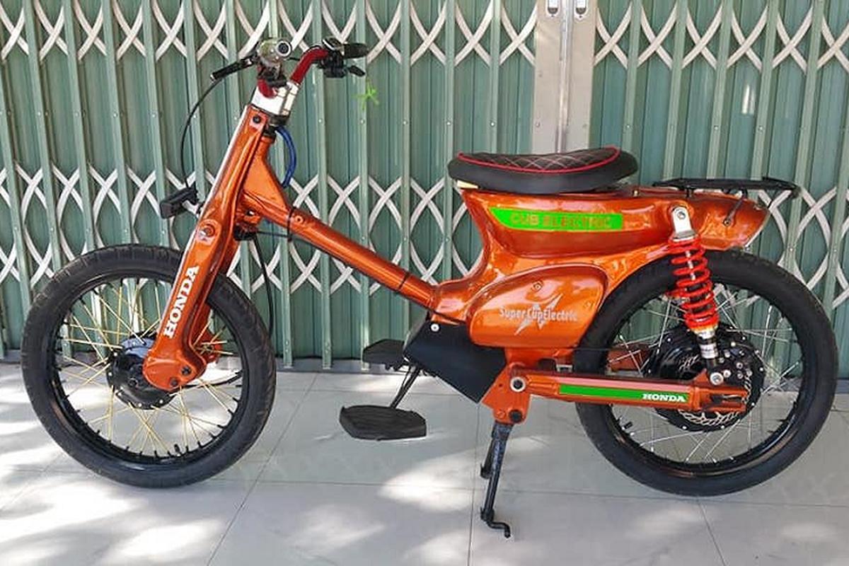 Dan choi Tay Ninh tu che Honda Super Cub chay dien-Hinh-2