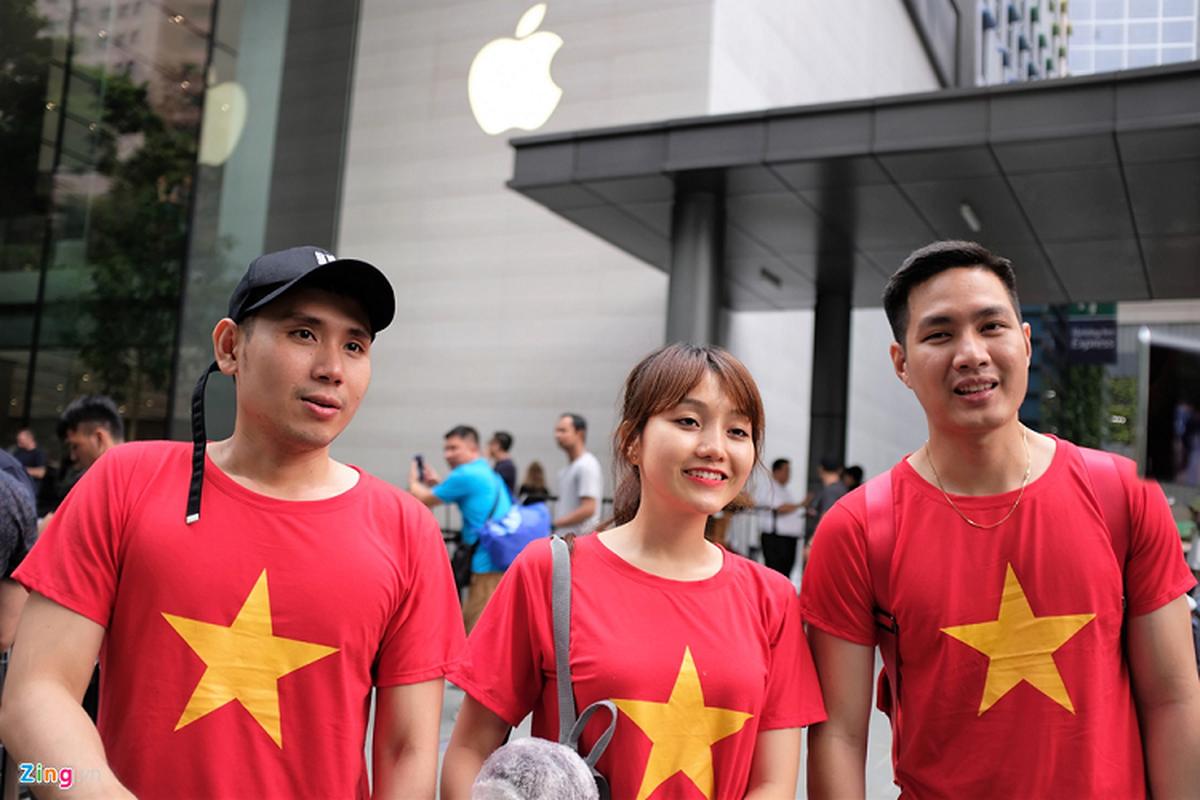 Bat nhao sang tay iPhone 11 truoc cua Apple Store-Hinh-2