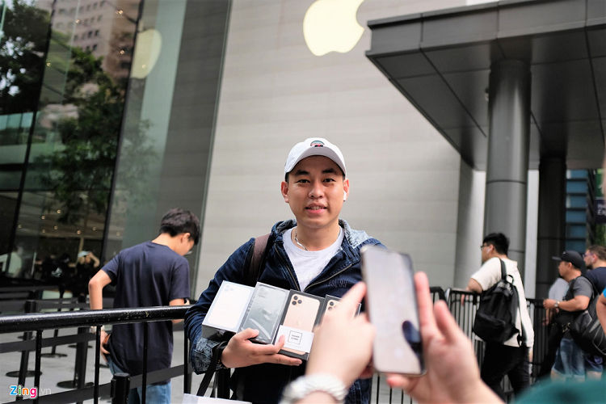 Bat nhao sang tay iPhone 11 truoc cua Apple Store-Hinh-3