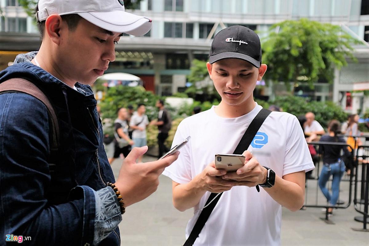 Bat nhao sang tay iPhone 11 truoc cua Apple Store-Hinh-5