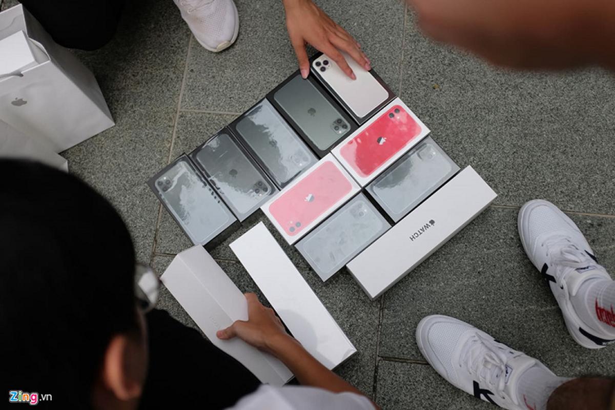Bat nhao sang tay iPhone 11 truoc cua Apple Store-Hinh-9